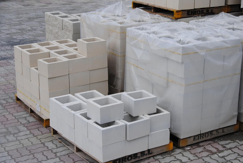 se fabrica en hormign normal gris y ademas en hormign hidrfugo gris blanco y crema consultar la en otros colores